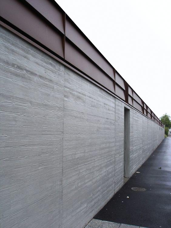 木目模様のコンクリート塀(参考写真)